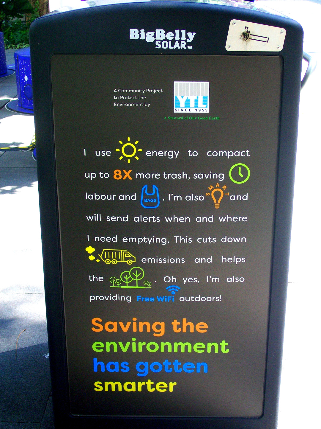 This Solar Garbage Compacter Also Gives Free WIFI ! -Orchard Street, Singapore