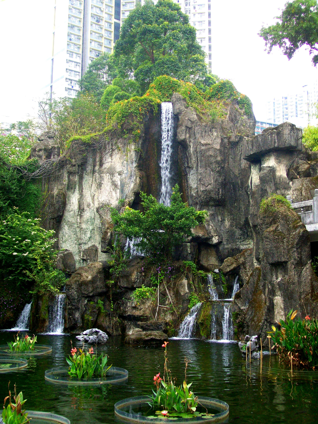 Taoist Garden behind the Wong Tai Sin Temple - Kowloon